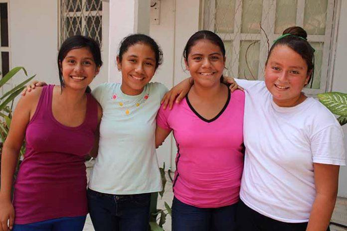 Natalia Mikery, Andrea Solís, Kimberly Castillejos, Karla Muñoz.