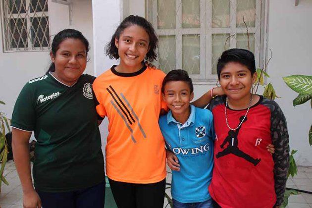 Karla Aquino, Ximena Sánchez, Roberto Palomeque, Alexander Salvador.