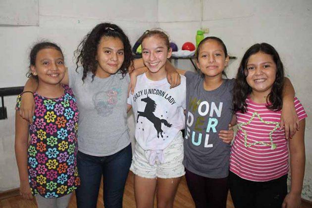 Romina Arana, Martha Jiménez, Mariel Mandujano, Regina Ramírez, Jenni Barragán.