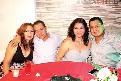 Chely, Enrique Cruz, Yanet Escobar, Fernando Cruz.