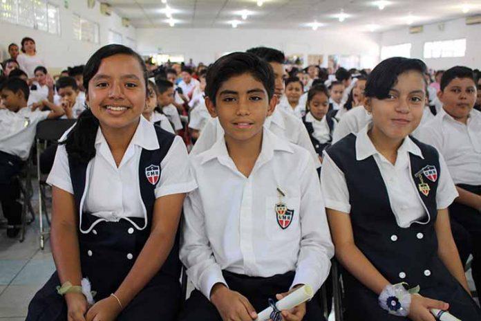 Julieta López, Leonardo Flores, Vanessa Maldonado.