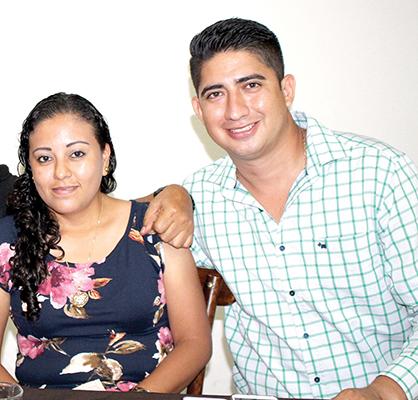 Aida Flores, Rogelio Marroquín.