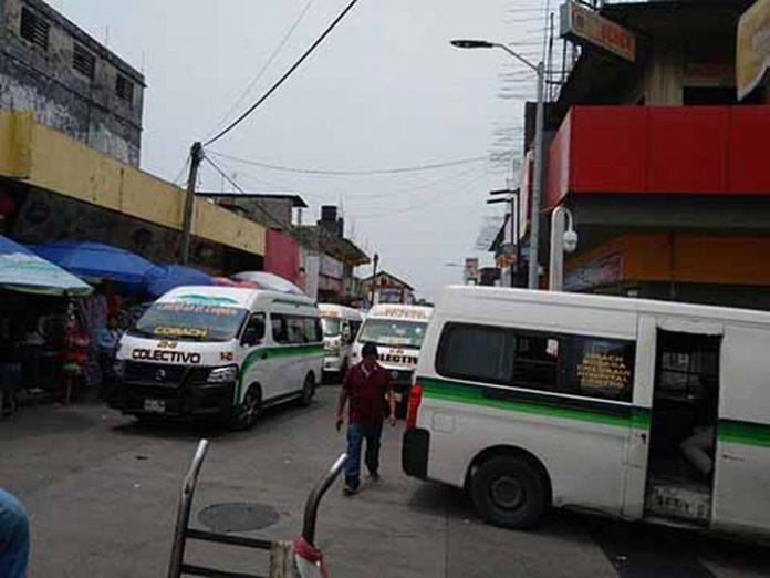 Usuarios y comerciantes del primer cuadro de la ciudad manifestaron que es preocupante el foco de inseguridad en que se ha convertido el centro de Tapachula, ya que las terminales de combis improvisadas son utilizadas por maleantes para robar y asaltar a los transeúntes.