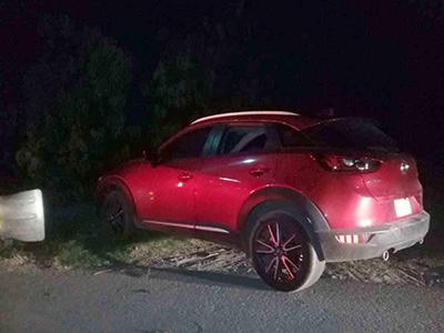 Encuentran Lujoso Vehículo Abandonado a la Orilla de la Carretera