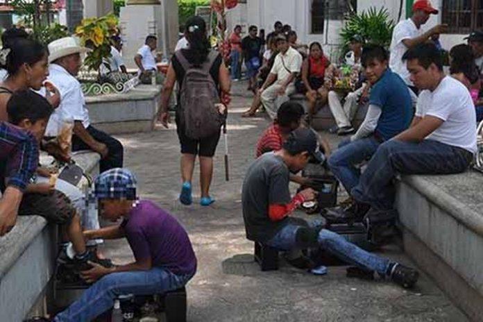 Según cifras de investigadores de México y Guatemala, un 80 % de los niños en esta situación son de origen centroamericano, y lamentablemente son explotados hasta por sus mismos familiares, quienes los envían a cruceros y avenidas transitadas a exponer sus vidas por una moneda.