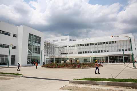 Dentro de dos semanas se prevé que asista el Presidente de la República, Enrique Peña Nieto, y el gobernador Manuel Velasco a inaugurar el nuevo Hospital Regional de Tapachula, obra que beneficiará a miles de habitantes de la Costa y Soconusco.