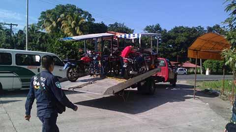 Con Operativos Detienen Mototriciclos por Circular en Carretera Federal