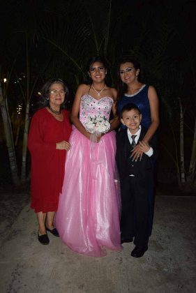 Blanca Coutiño, Alondra Bravo, Vanessa Bravo, Andrés Bravo.