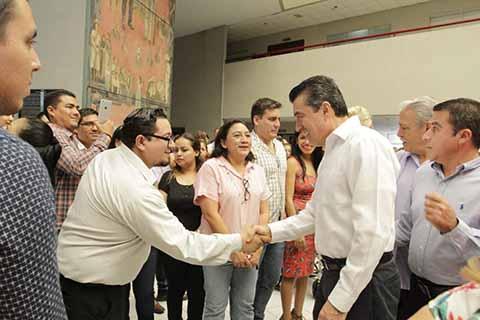En el marco del día del Abogado, el Gobernador electo de Chiapas, Rutilio Escandón Cadenas, realizó una visita a la que fuera su casa por 5 años, donde fue recibido con porras y aplausos, al ser reconocido el trabajo que desempeñó mientras fue presidente del Poder Judicial del Estado.