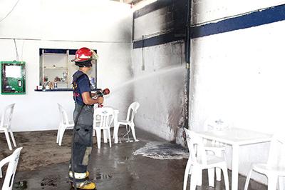 "Se Incendia Restaurant Bar ""Tenampa"""