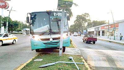 Dos Jóvenes Heridas al Aventarse del Tapachulteco sin Frenos