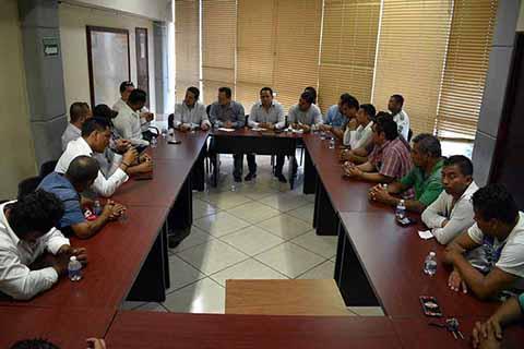 El subsecretario de Transportes, Romeo Montejo Hernández, se reunió con operadores del transporte público ante quienes acordó intensificar acciones para erradicar este tipo de servicio.