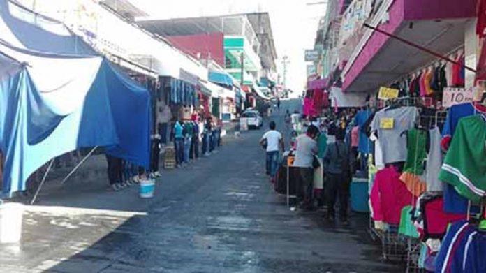 El comercio ambulante se ha disparado en más del 300 por ciento en la presente administración, apoderándose de calles, banquetas y estacionamientos del primer cuadro de la ciudad.