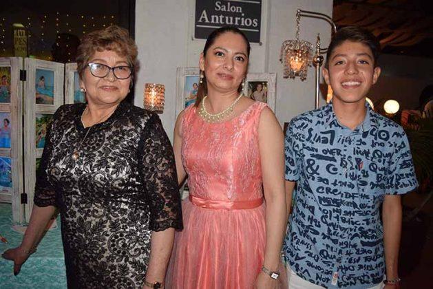 Gloria Méndez, Karina Albores, Ángel Martínez.