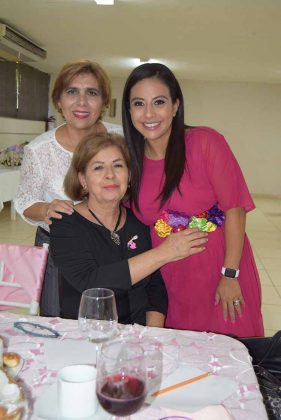 Aurora de Cabal, Mercedes de Bejarano, Liliana Cruz.