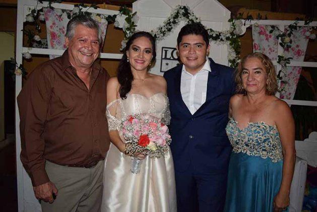 Felicitando al nuevo matrimonio Jorge Ruiz & Yolanda Esponda.