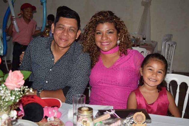 Erik López, Daniela de Fuentes, Keneth Fuentes.