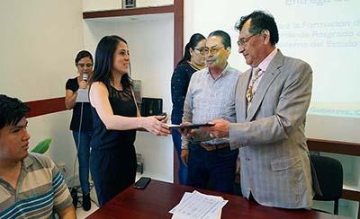 Chiapanecos Reciben Becas Para su Formación de Posgrados en el Extranjero