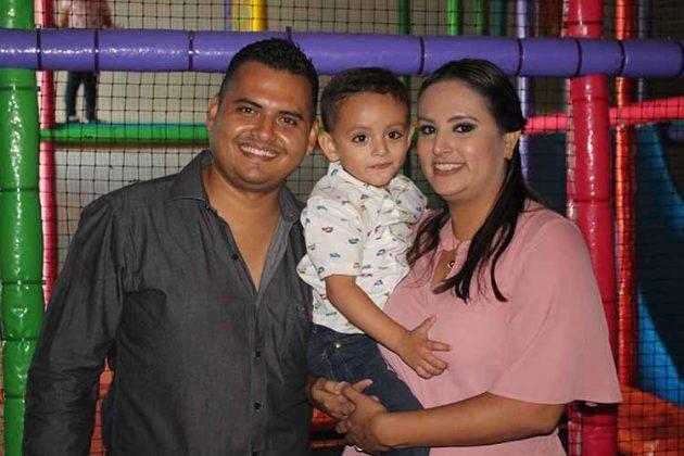 Jesús Alfonso, Jesús, Karina de Santos.