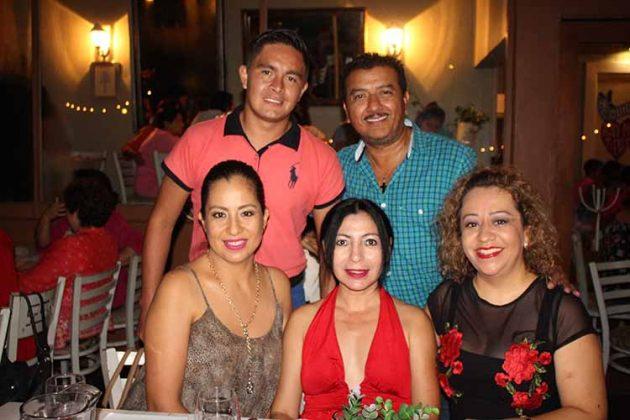 Liz Meza, Aracely Solares, Marycarmen Elorza, Carlos Moreno.