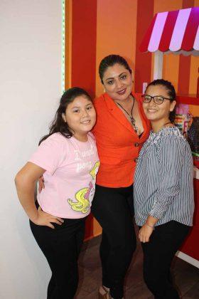 Valeria Muñoz, Evelin Pola, Angélica Muñoz.