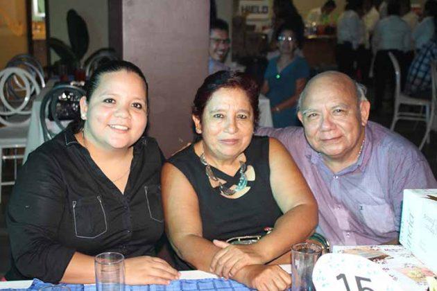 Stephania Carrillo, Conchita Morales, Juan Carrillo.