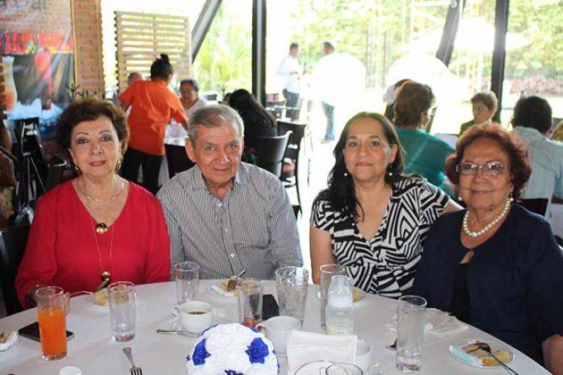 María Sánchez, Eduardo Unda, Lourdes Sánchez, María de la Cruz Sánchez.