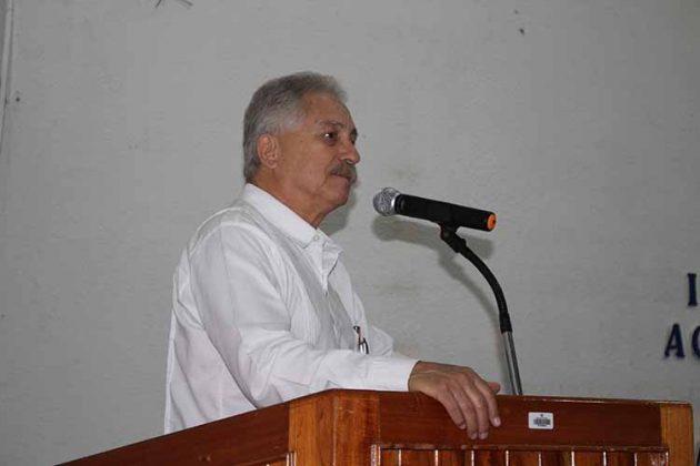 Pedro René Bodegas, Director del CEAyE dio las palabra de bienvenida a comunidad estudiantil.