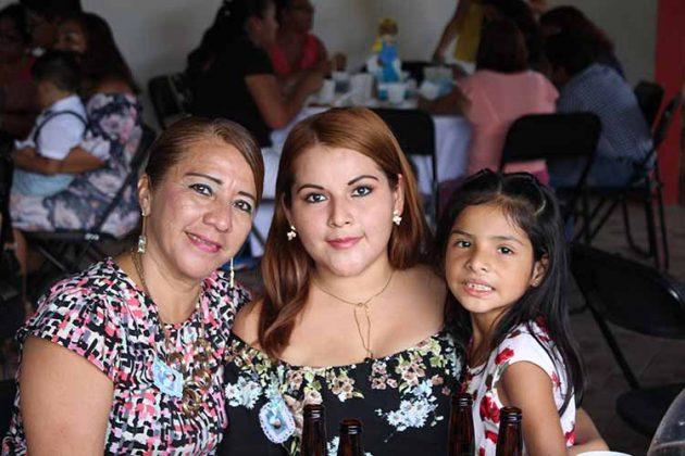 Mechita Méndez, Dairis López, Yesenia Martínez.