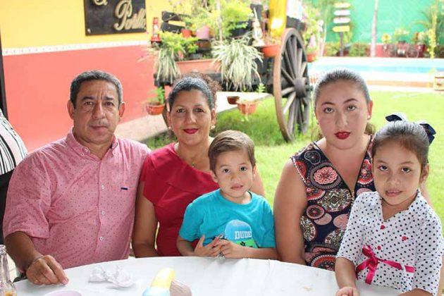 Familia Inchaustegui Tinajero.