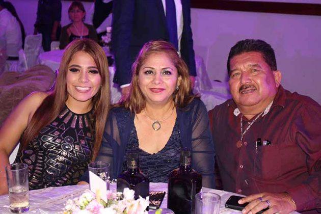 Daniela López, Martha Hernández, Miguel López.