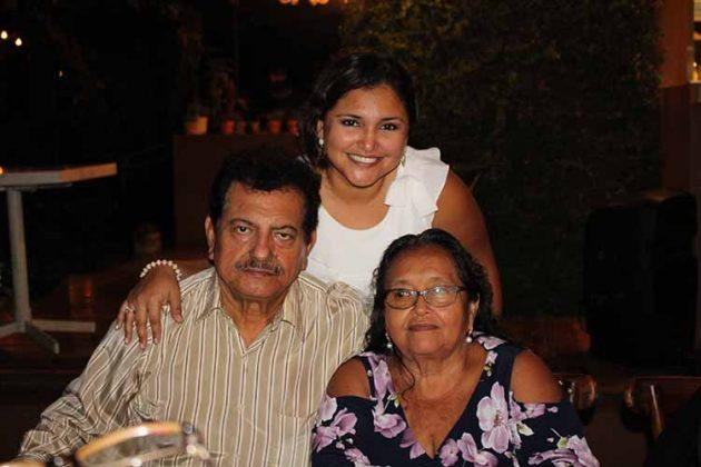 Arturo, María Luisa Vela, Evelia Arévalo.