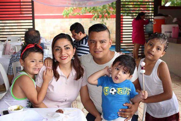 Familia Espinoza Coutiño.