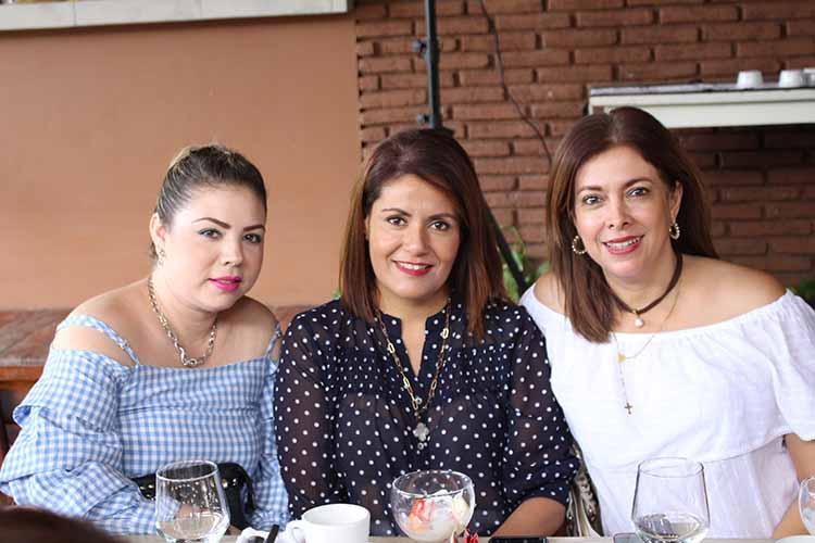 Lorena Méndez, Erika Maya, Verónica Fernández.