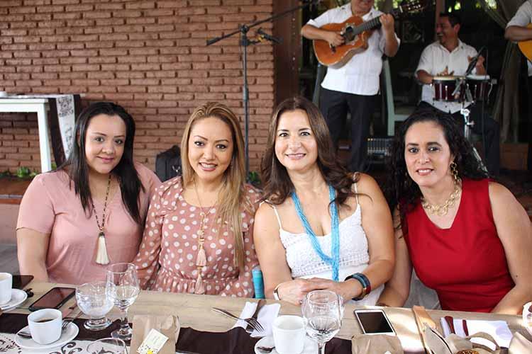 Brenda Sponas, Erika Ángel, Dora Gutiérrez, Mildred Gutiérrez.