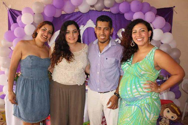 Nydia, Nadia, Víctor, Bianca Holguín.