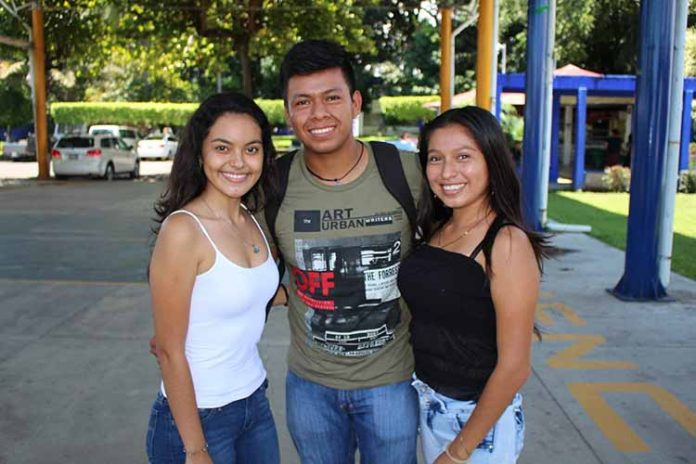 Stephanie Salinas, René Ordoñez, María Eugenia Yuca.