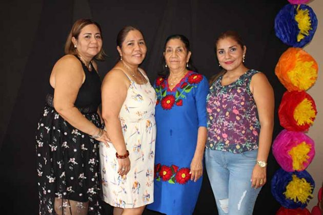 Connie, Nancy Mejía, Beatriz Gómez, Betty Mejía.