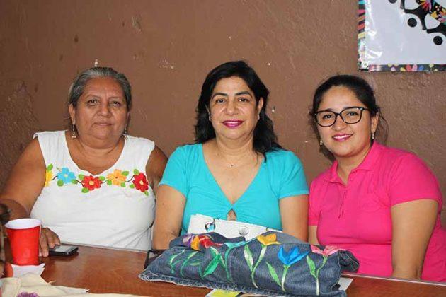 Gloria Mérida, Ana de Guzmán, Paulina Guzmán.