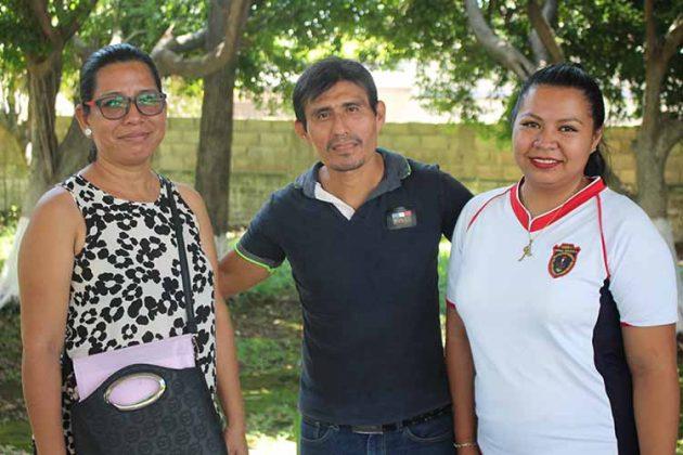 Verónica Domínguez, Domingo Recinos, Alejandra Flores.