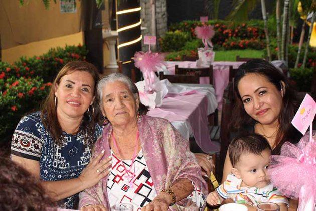 Adriana Fernández, Hilda de Grajales, Paty Zamora, Ángel Grajales.