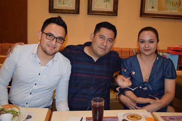 Darwin Martínez, Kevin Chiñas, Elena González, Irlanda Chiñas.