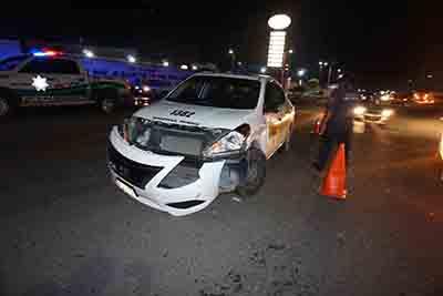 Se Registra Fuerte Accidente Entre un Taxi y una Motocicleta