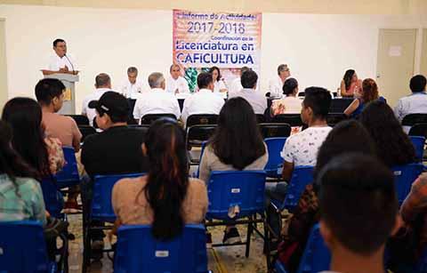 Rinden su primer informe el coordinador de la Licenciatura en Caficultura de la UNACH