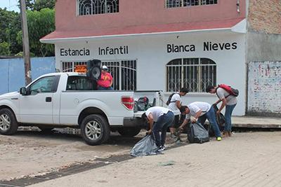 Jóvenes Promueven Limpieza de la Ciudad