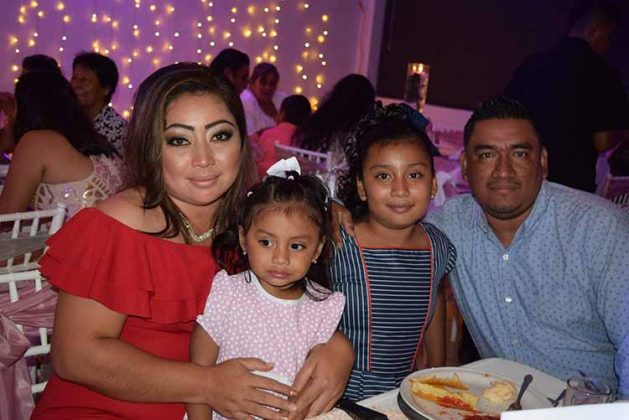 Karen Reyes, Adela, Valeria Girón, Karen Reyes.