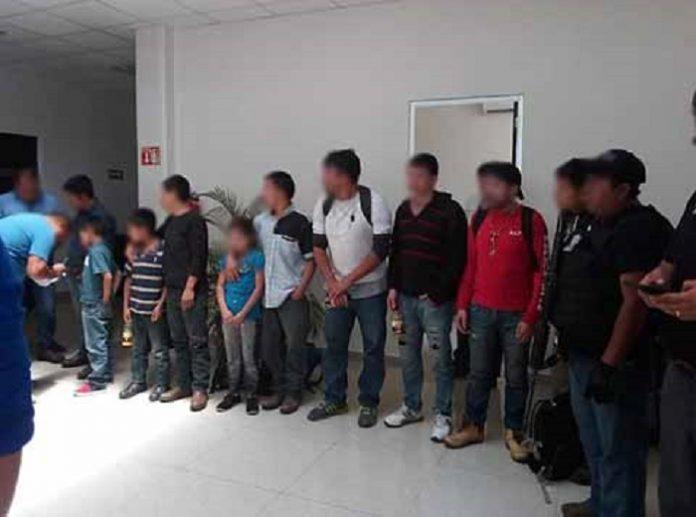Policías Federales y Estatales realizaron un cateo en una casa de la comunidad de Saclamantón, San Juan Chamula, donde se encontraban cautivos 22 migrantes procedentes de Guatemala, El Salvador, Honduras y Ecuador, además de capturar a 3 personas.
