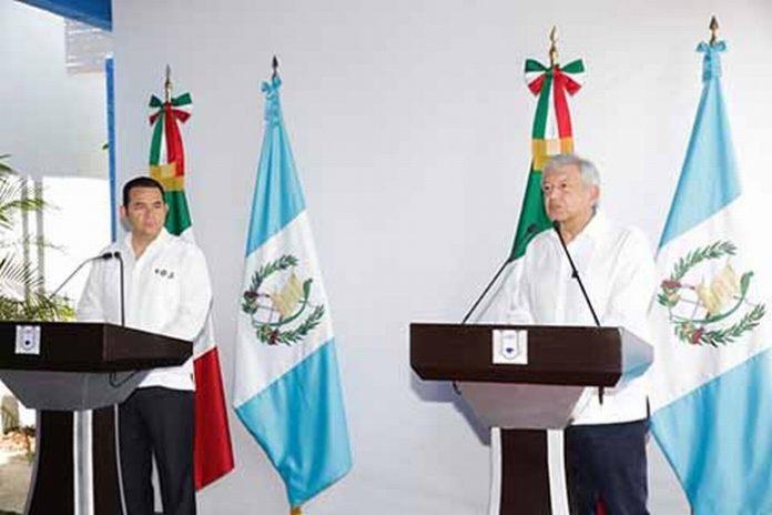 El Presidente de Guatemala y el mandatario electo de México, intercambiaron puntos de vista sobre la cooperación entre ambos países, a favor del desarrollo integral en materia de migración y actividades productivas.