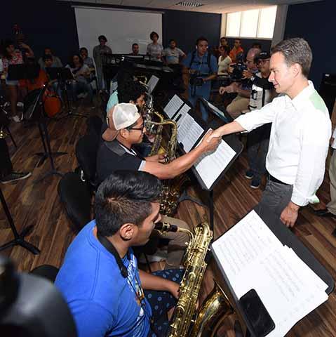 El Gobernador Velasco inauguró diversas obras en la Facultad de Música de la Unicach, en beneficio de 231 estudiantes de música y 80 docentes.