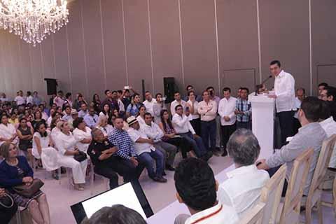 Rutilio Escandón Cadenas se congratuló porque existe el ánimo de los empresarios, para colaborar con el nuevo gobierno, con lo que se va a lograr con la activa y armoniosa participación de los sectores privado, social y público.